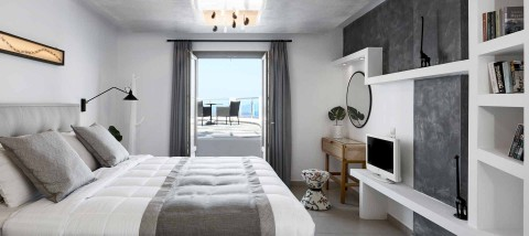 Santorini Luxury Suites | Honeymoon Suites | Petit Palace Suites